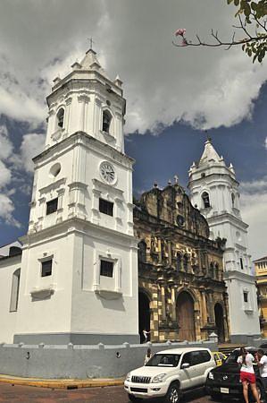 Metropolitan Cathedral at the Plaza de la Independencia, Casco Viejo