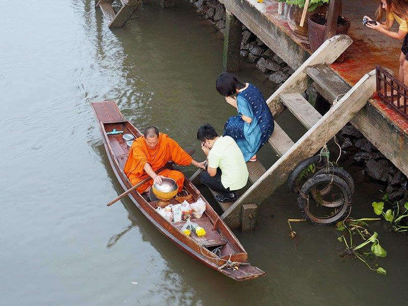 Samut Songkhram Monk Alms